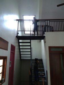 model model railing tangga besi