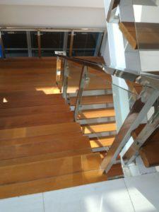 railing tangga kaca stainless