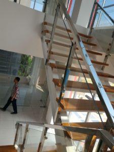 railing-tangga-kaca-stainless-6